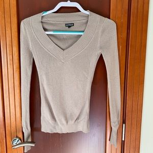 Small brown v-neck sweater